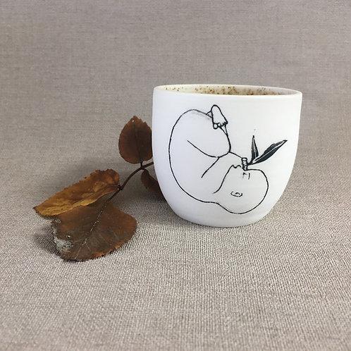 Petite tasse motif  bébé et plante