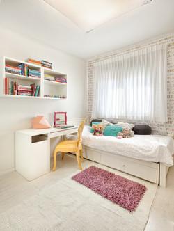 Penthouse Holon - girl bedroom