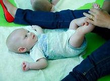 עיסוי תינוקות בפתח תקווה, למה התינוק בוכה, איך מרגיעים תינוק מלידה ועד זחליה