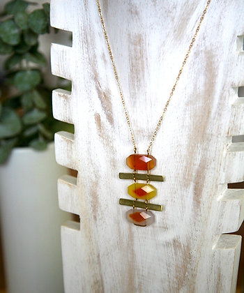 ALIGNED PENDANT IN FACETED CARNELIAN