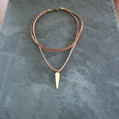 BRASS ELONGATED TEARDROP DOUBLE LEATHER CHOKER