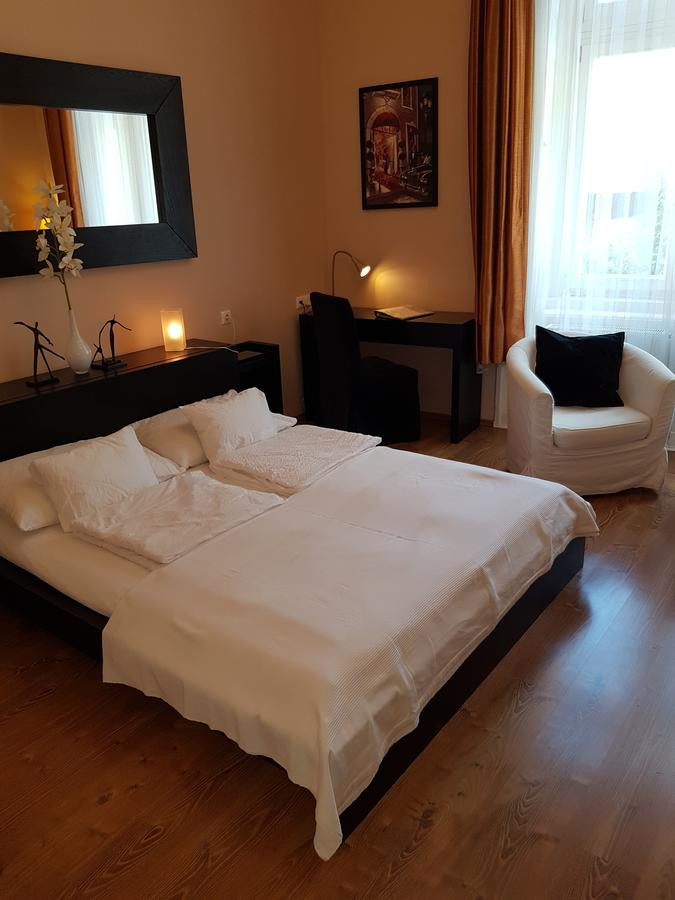 H - Budapest - Connection Guesthouse.jpg