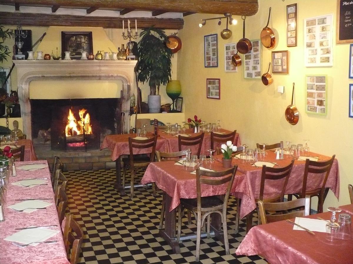 H - Montelimar Auberge La Pignata - Sall
