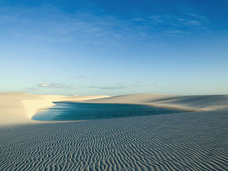 The dunes are covered by a thin layer of sand that does not burn the soles of the feet...