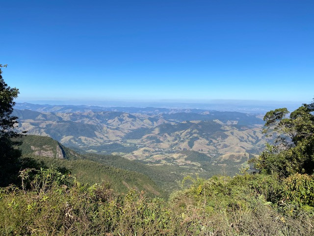 A superb panorama is suddenly discovered when arriving at Pico da Onça...