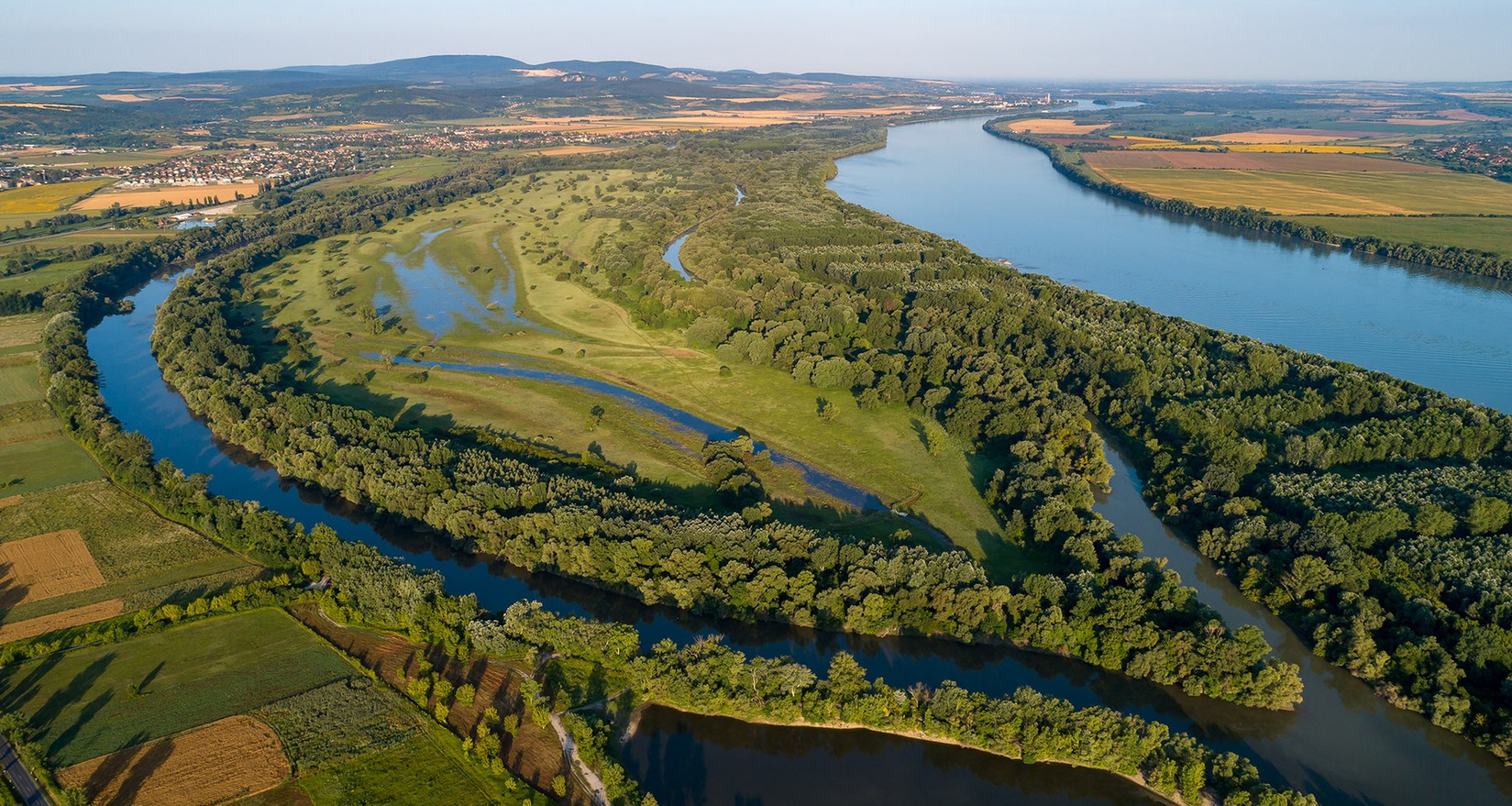 In between, our bike tour follows the course of the Danube river