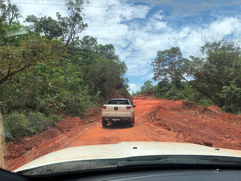 There are only dirt roads in Jalapão Park ! The 4x4 is therefore strongly recommended, even if a 4x2 will go everywhere, except on the sandy paths that lead to the Jalapão dunes.