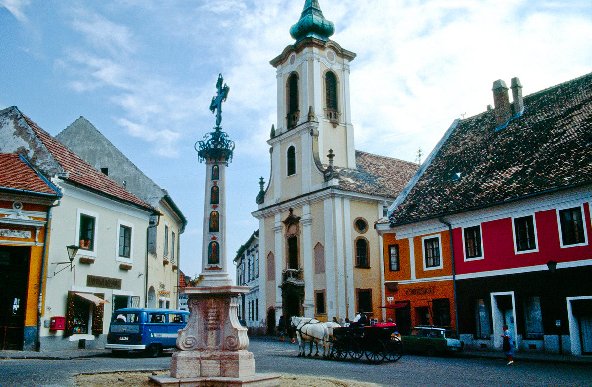 The typical churches, around which the towns are built, are very present in the landscape. Here in Szigetcsép (Hungary)