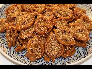 Chebbakia, Moroccan honey pastry