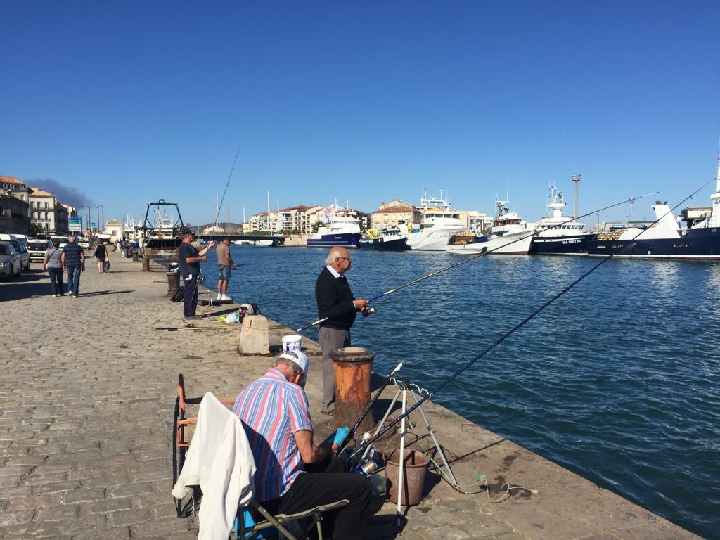 Sète harbor and fishermen
