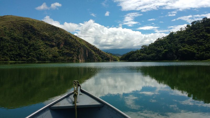 The Saco de Mamanguá is the only fjord in Brazil, and we cross it by motorboat to reach the start of our trek on the 1st day.