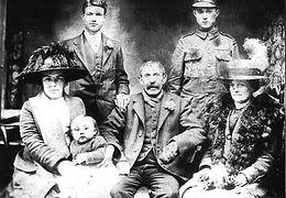 1914-family.jpg