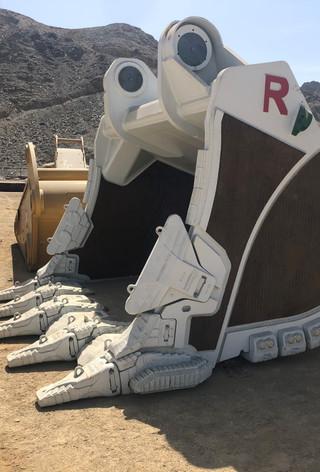 R-Series Bucket AS 03.jpg
