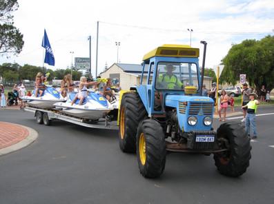 Float Parade 3.jpg