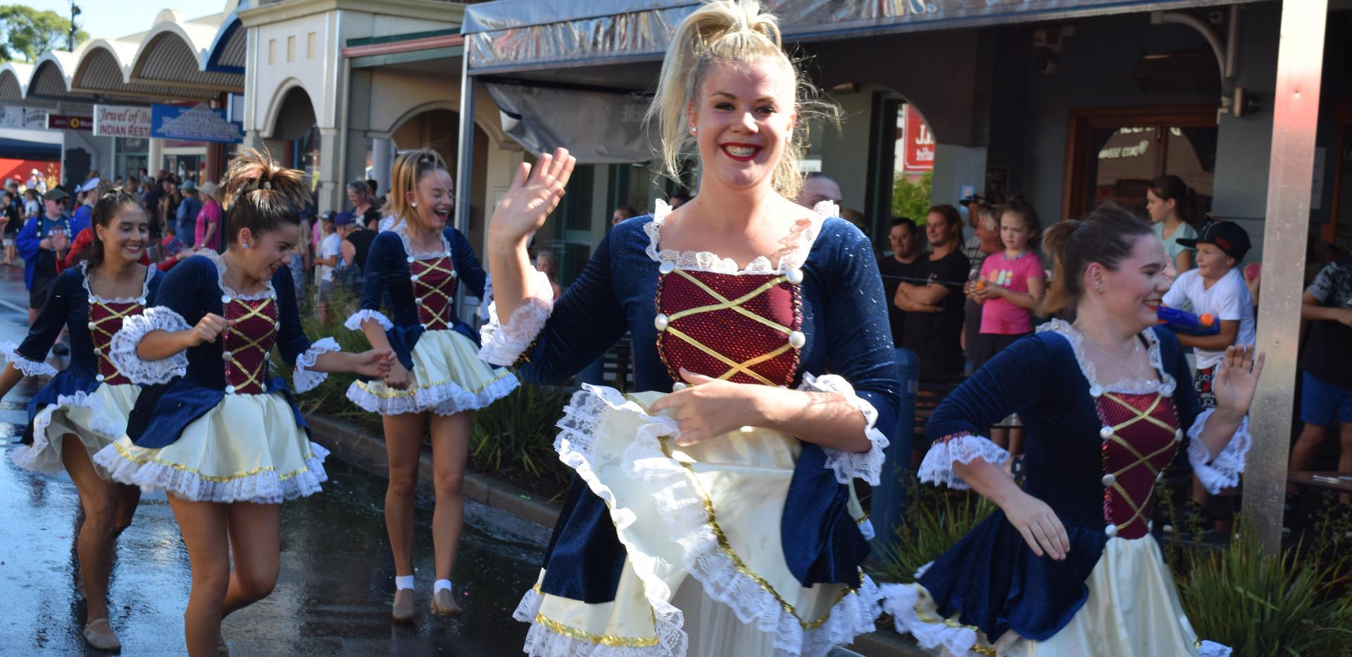 Float Parade 15.JPG