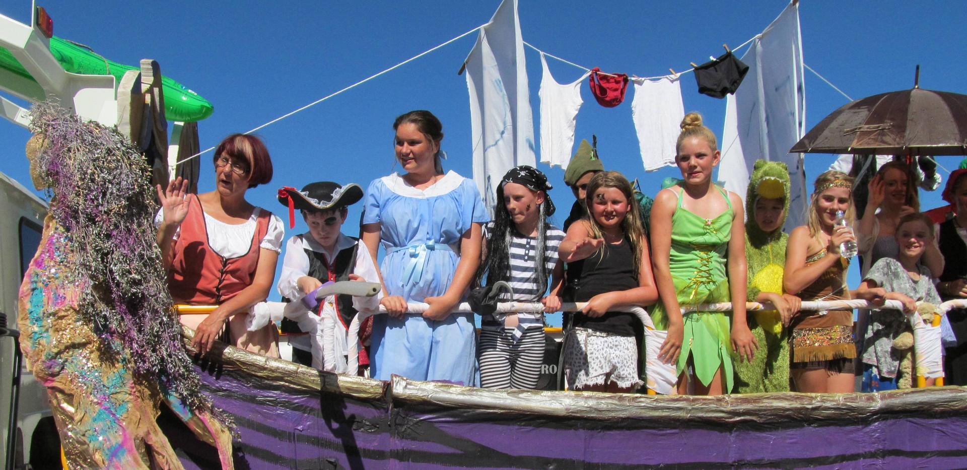 Float Parade 1.JPG