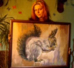 """В. Локунова со своей работой, выполненной в технике """"пластилина на стекле"""""""