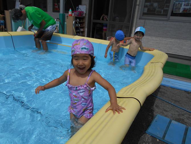 プール遊び(幼児ぐみ)