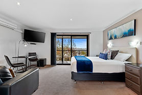 Cloverhill Hepburn Springs Suite2