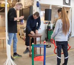 Møbler bliver gjort klar