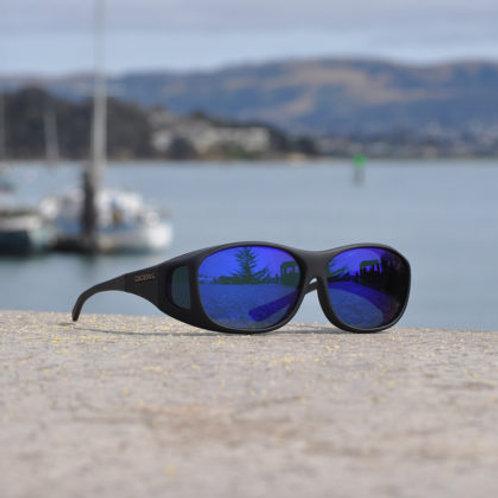Cocoons Slim Line (M) Black Polarized Blue Mirror