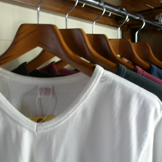 HALF-SLEEVED POCKET V NECK