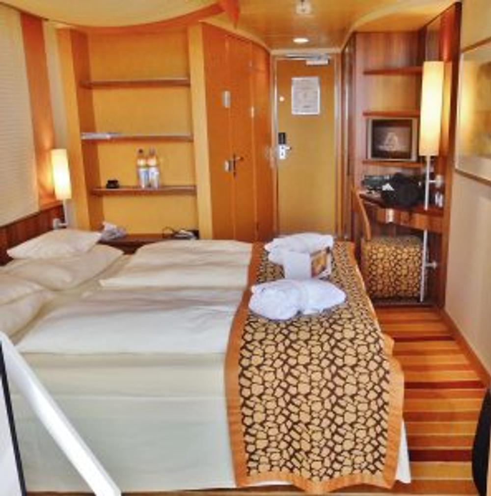 cruise-ship-637733