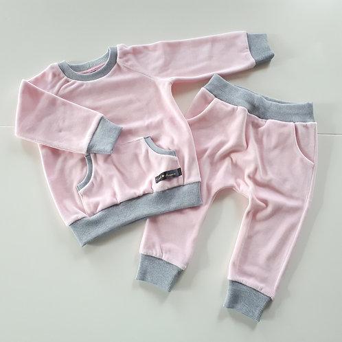 Veliūrinis kostiumėlis baby pink
