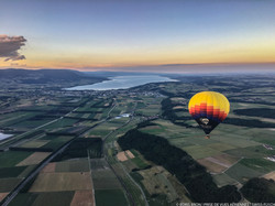 Ballon capturé par avion.