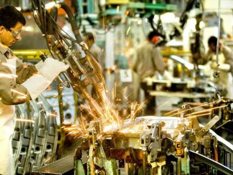 Produção industrial cresce 4%, melhor taxa anual para maio em 7 anos.