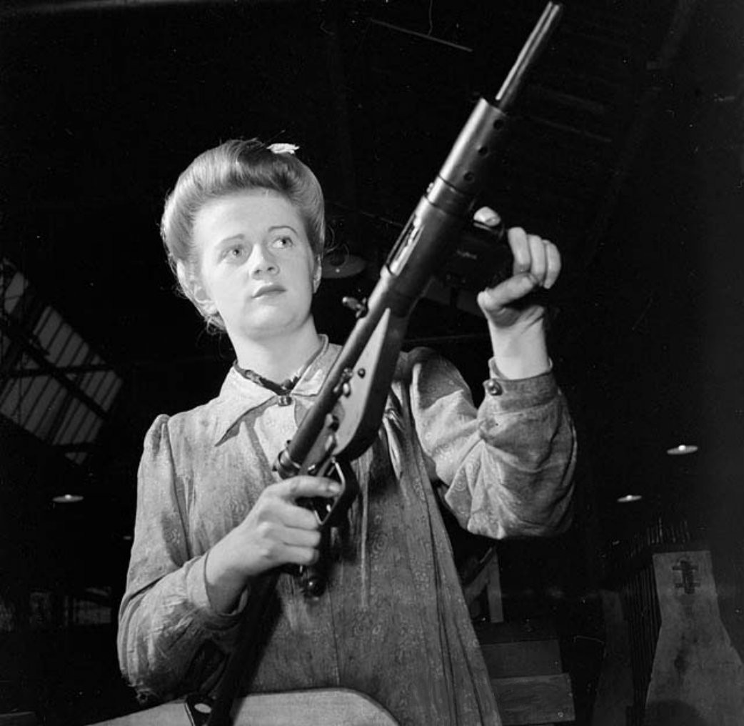 1942_May_26_Sten_submachine_gun.jpg