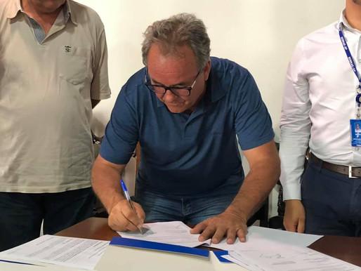 Prefeitura de Queluz assinou convênio com o SEBRAE.