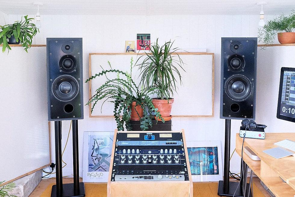 Analogue Music Mastering Studio UK Middle Mastering