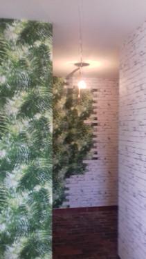Revêtement papiers peints tropical et esprit briques signés Elle Eco Decor à Redon