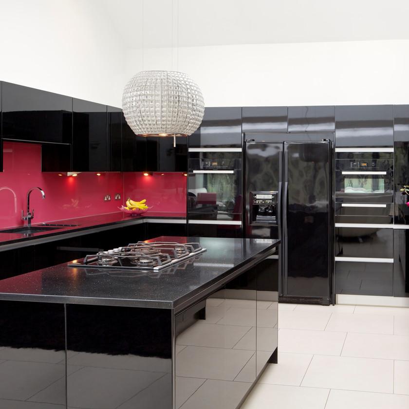 Cuisine moderne design industriel loft noir brillant rose coloré