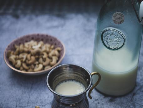 Cashewmilch: ein Rezept für schnell gemachte Pflanzenmilch