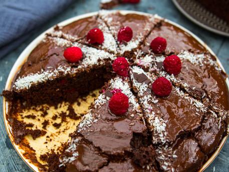 Traum Schoko Kuchen mit Zutaten die jeder Zuhause hat! -vegan