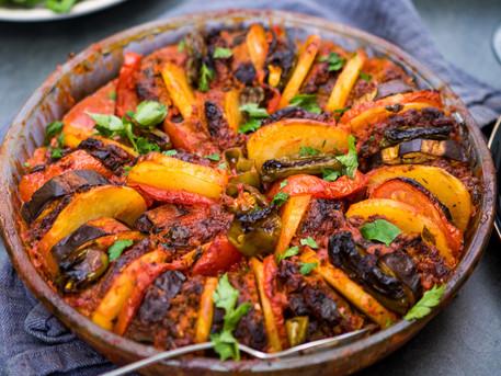 TEPSI KEBABI- saftige Köfte mit geschmortem Gemüse vom Blech vegan