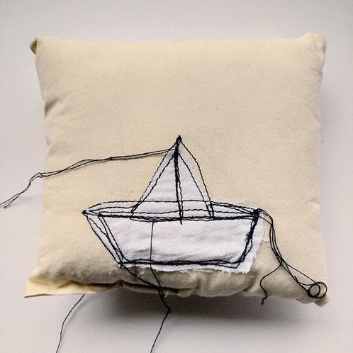 Mini Almofada - Barco de papel - Artista Plastica Ana Beatriz Artigas