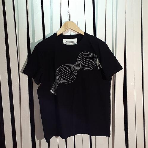 """Camiseta """"ondas de frequência"""". - H-AL   Alexandre Linhares & Thifany F."""