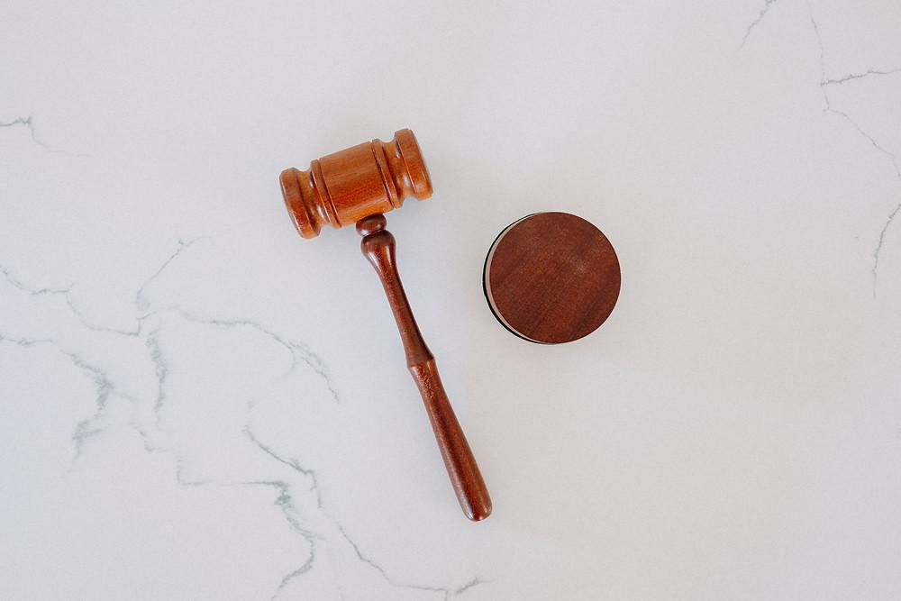 Le marteau de la loi