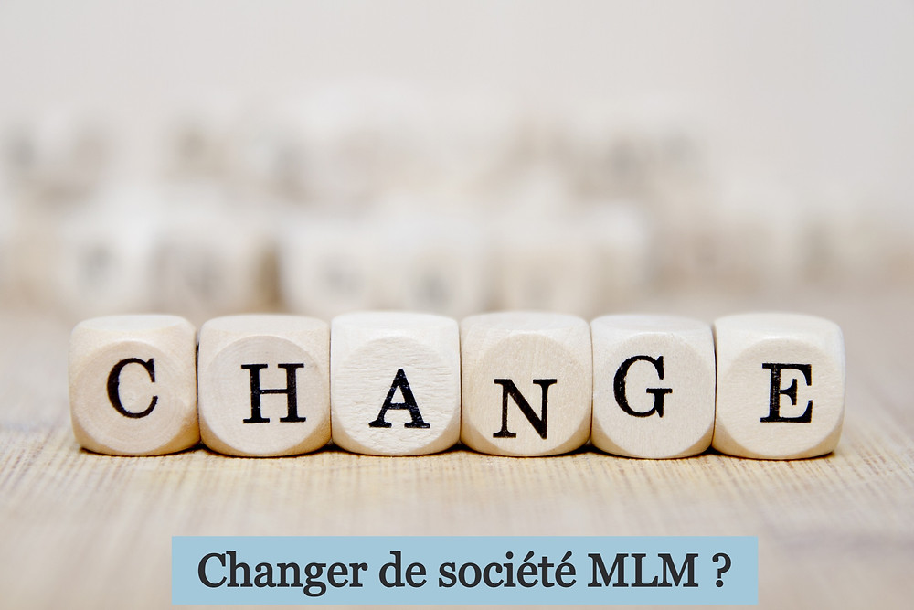 """Le mot """"change"""" sous forme de six dés"""
