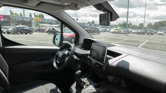 Connect-ME Peugeot wagen interieur