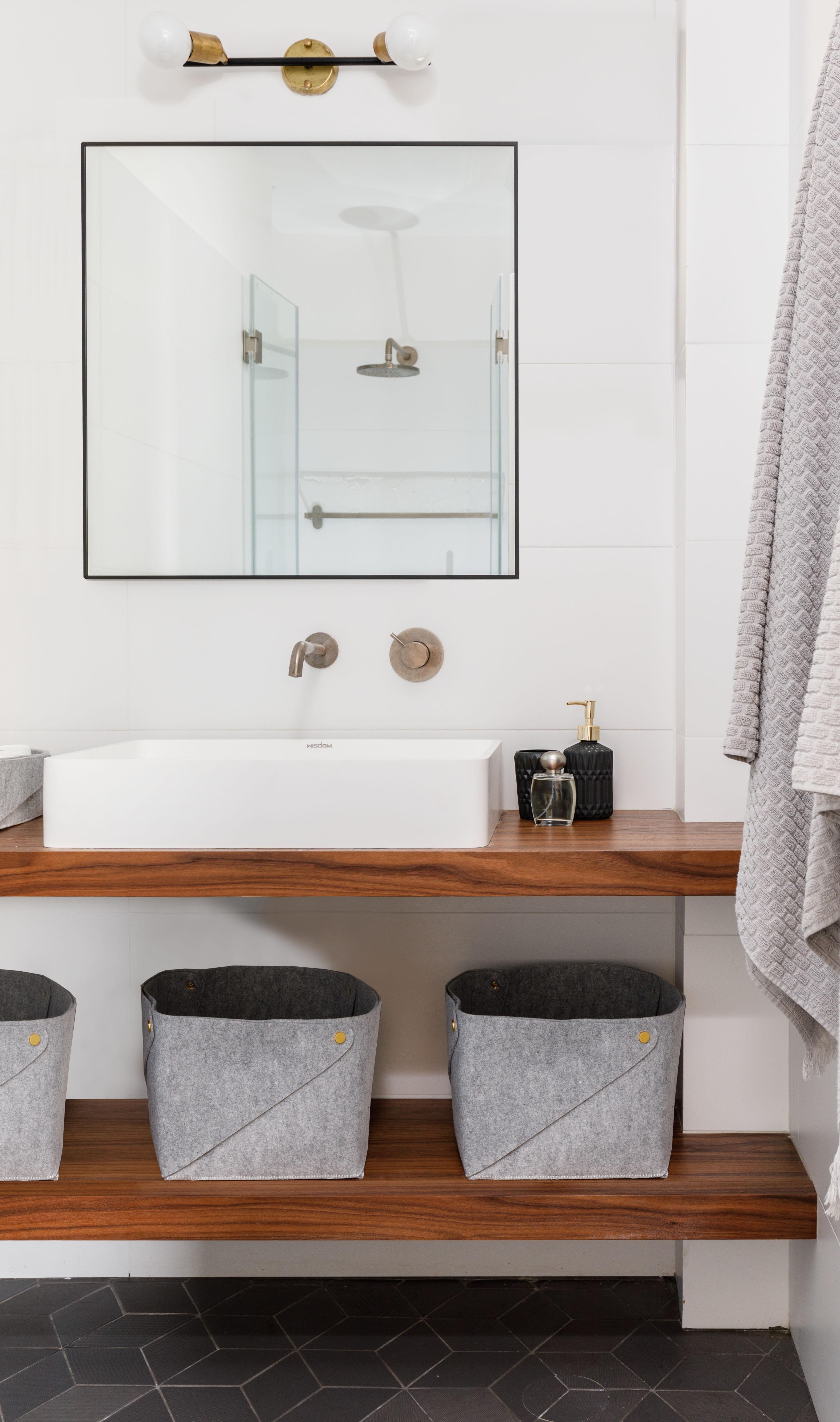 Bathroom nikki