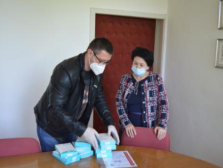 visoko.co.ba: Donirane kvalitetne zaštitne maske Domu zdravlja i visočkim novinarima