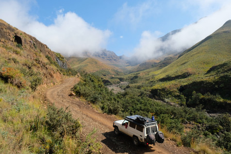 The Sani pass is clearly the most famous mountain pass between Lesotho and South Africa. It's an extremely impressive road that is solidly steep and drops a lot of elevation in a very short time to 2.873 meter.
