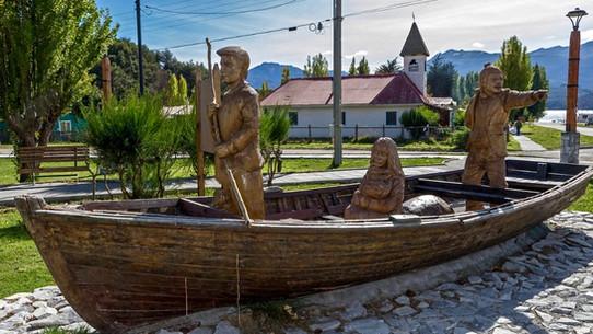 Statue Puerto Río Tranquilo