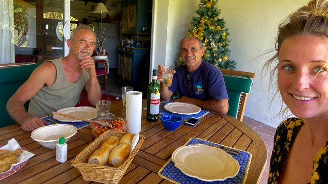 Have a lunch together. Make a conversation in Spanish is hard for me, luckily we have google translate. This is one of the things that I really like to speak Spanish.