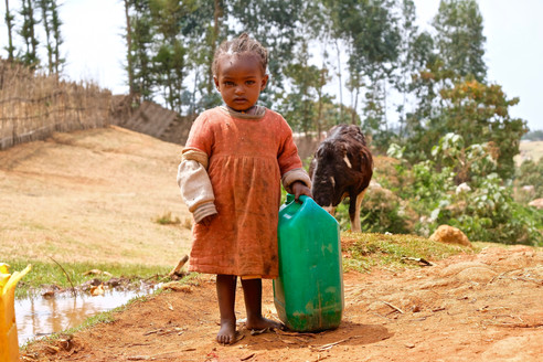 On young ages, children has to help their parents. One of the things that the learn on this ages is carry waterbottles.