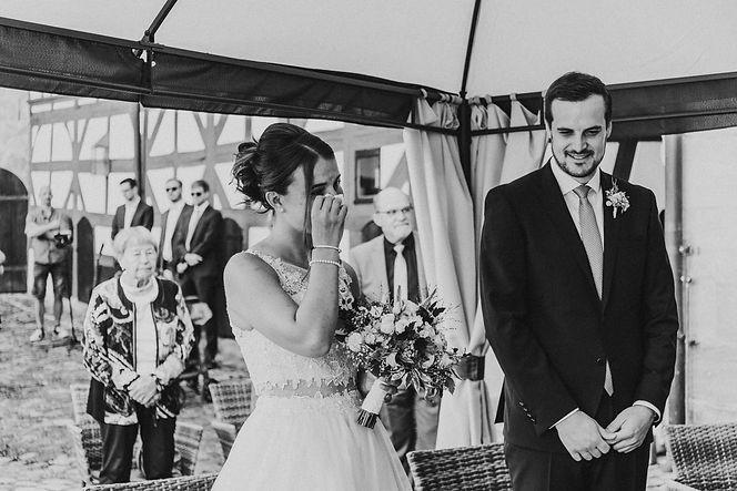 Emotionale Braut, Hochzeit, Standesamtliche Trauung, Emotionen, Gefühlvoll, Hochzeitsfotograf